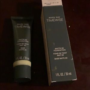 Mary Kay 3D matte time wise foundation